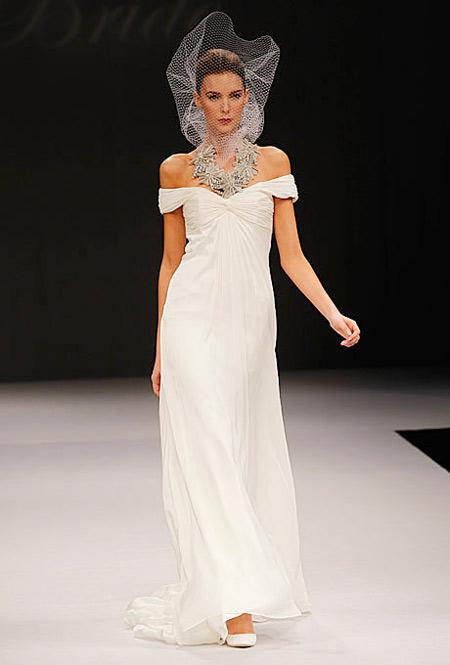 Vai ngang là cảm hứng lấy từ kiểu váy Tây Ban Nha cổ điển.