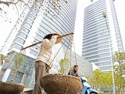 Năm 2012 EVN và nhiều DN ngành điện lãi lớn nhưng vẫn 2 lần tăng giá điện (ảnh chụp tòa tháp đôi của EVN mới khánh thành tại Hà Nội).