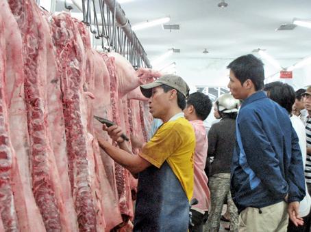 Heo ở Đồng Nai đưa về bán sỉ tại chợ đầu mối Tân Xuân (TP. Hồ Chí Minh).