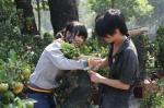 Khách chọn mua quất tại chợ hoa công viên Gia Định