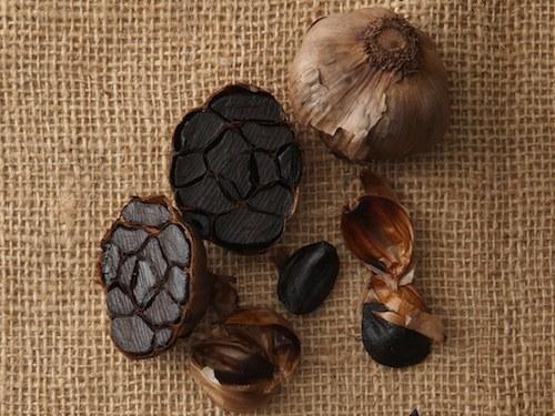 Ở thị trường trong nước, tỏi đen có mức giá khá cao khoảng 1,7 triệu đồng một kg nên chưa nhiều người tiêu thụ.