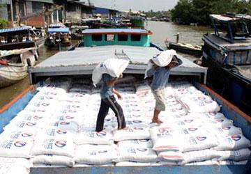 Nguồn gạo xuất qua đường tiểu ngạch đã làm cạn nguồn gạo dự trữ cho xuất khẩu.