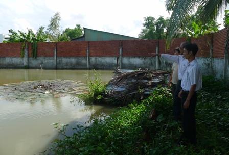 Khi hay tin ông Lắm nuôi le le, cán bộ nông nghiệp phường Vĩnh Quang đã đến khảo sát