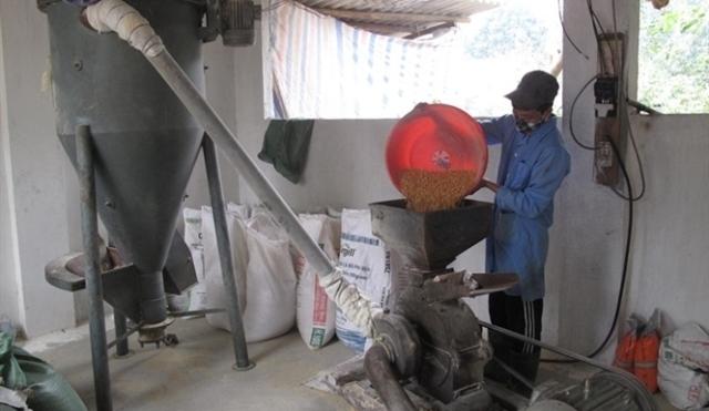 Máy nghiền trộn TĂCN do tỉnh Vĩnh Phúc hỗ trợ cho nông dân.