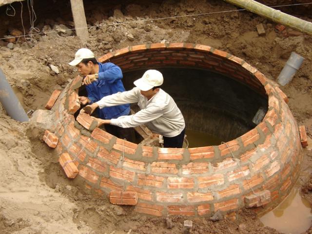 Hầm khí sinh học (biogas) vẫn được coi là giải pháp chủ yếu trong xử lý chất thải chăn nuôi lợn tại Việt Nam.